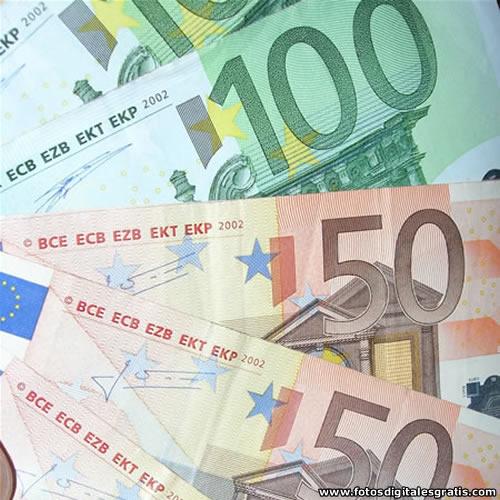 Eurozona: El euro debería caer a 1,30 dólares para remontar los precios