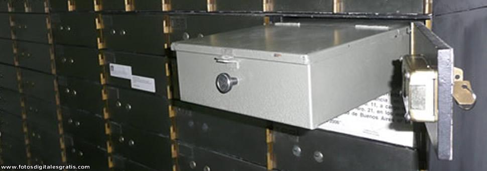 Salen los dólares de las cajas de seguridad