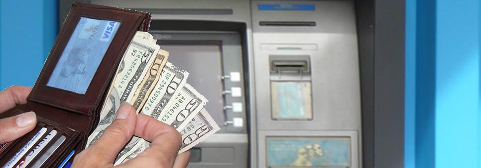 Bancos vuelven a habilitar el retiro de dólares en el exterior desde cuentas en pesos