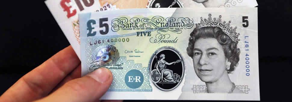 Cómo son los billetes de plástico que quieren traer a la Argentina