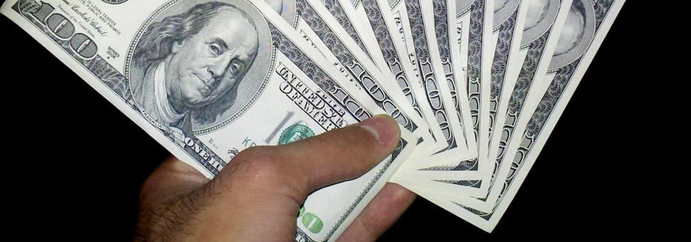 Se amplió la brecha entre la punta compradora y la vendedora del dólar