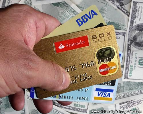 Más restricciones a la compra de dólares : tarjetas refinanciadas