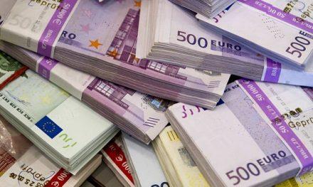 El euro cede terreno y da un paso más hacia la paridad con el dólar