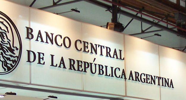 El Banco Central, presionado a subir más la tasa para contener al dólar