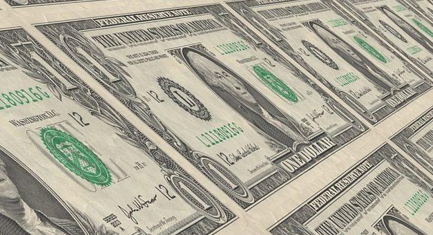 Caen depósitos en dólares por salida de fondos del blanqueo