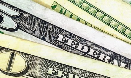 La compra de dólares billetes en los bancos creció 30% en las últimas semanas