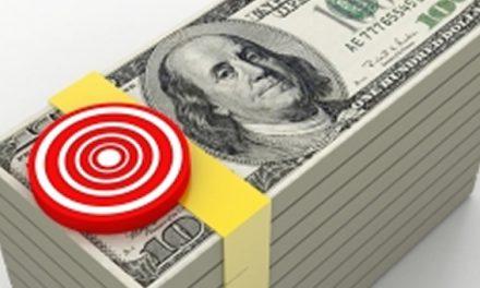 Argentinos compran más dólares pese al cepo y retiran depósitos