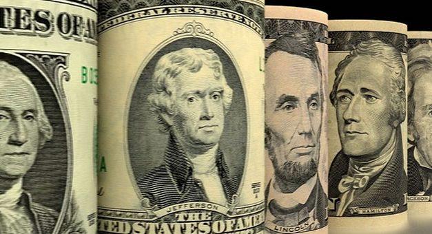 Se amplía la brecha del dólar oficial con el CCL