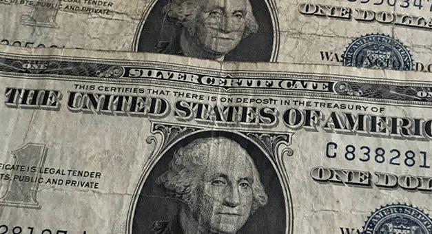 Aceptan en EEUU billetes de dólar viejos, rotos o manchados ?