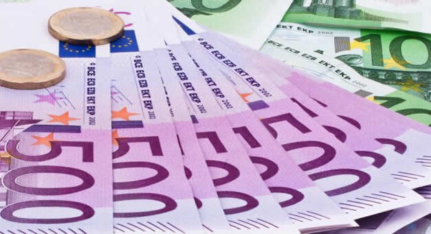 El euro sube tras la intención de la UE de dejar entrar a vacunados